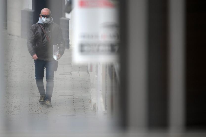 Imponen aislamiento en una ciudad de España tras rebrote de COVID-19