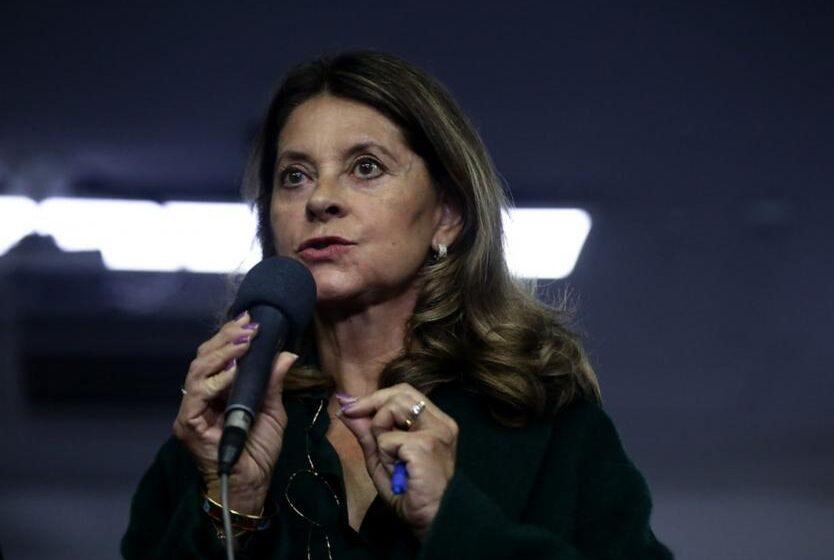 Marta Lucía Ramírez propone revisar propuesta del «servicio social obligatorio» para hombres y mujeres