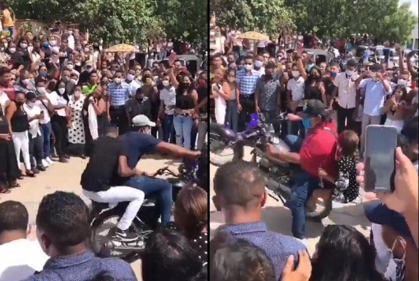 Champeta y acrobacias en moto durante sepelio en La Guajira