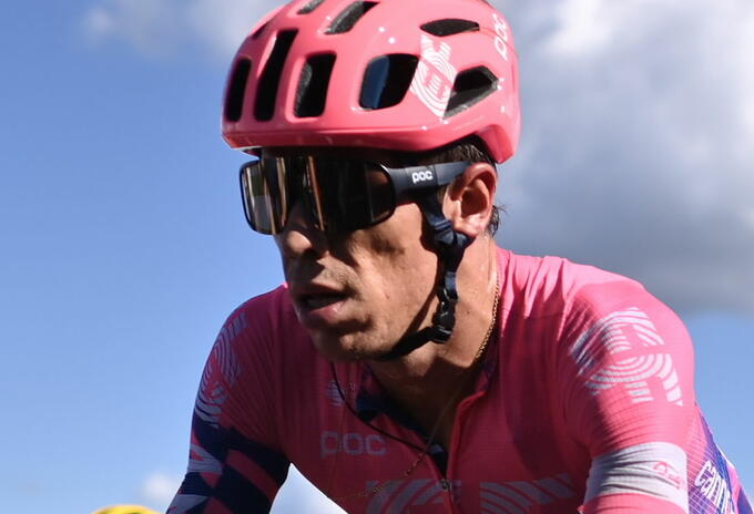 Rigoberto Urán defendió el polémico uniforme de su equipo en el Giro de Italia