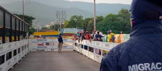 Presidente Duque afirma que migrantes deben ingresar por un puesto fronterizo para ser regularizados.