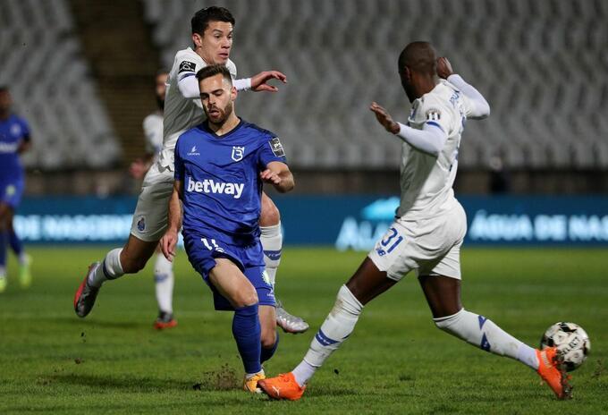 Jugador del Porto sufrió traumatismos cerebral y vertebral tras terrible choque
