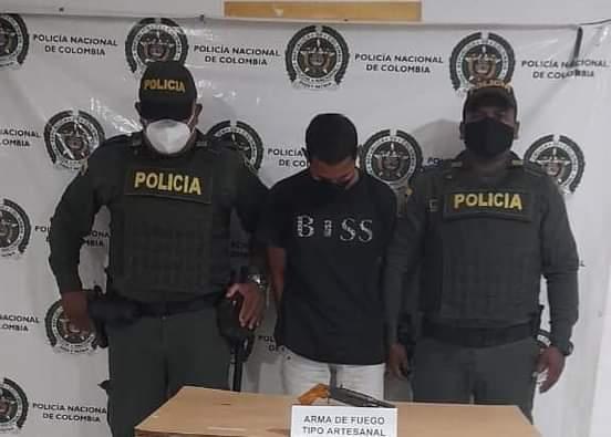 Policía Captura a un hombre con arma de fuego ilegal en Plato Magdalena.