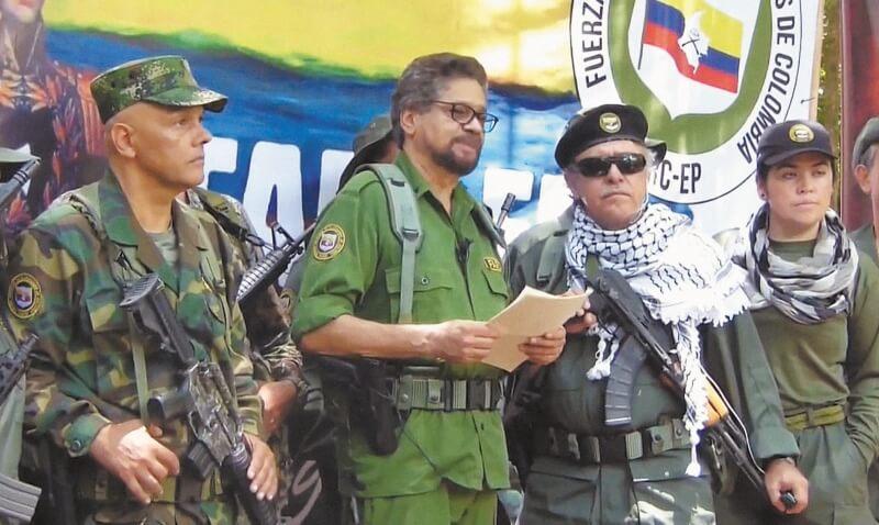 10 disidentes de las FARC abatidos en bombardeo del Ejército colombiano.