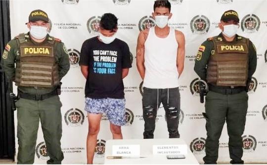 Dos personas capturadas por hurto de celular en el Banco Magdalena.