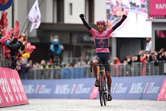 Egan Bernal imparable en el Giro de Italia