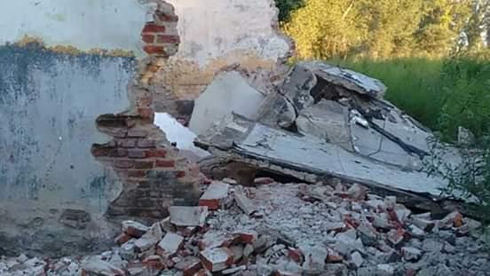 Niño Entre la vida y la muerte tras caerle una pared encima