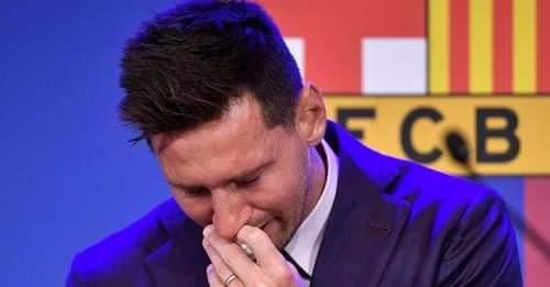 Entre lágrimas Messi dice adiós al Barcelona.