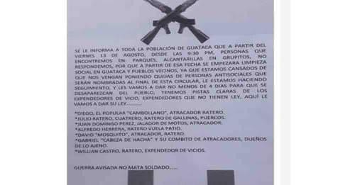 Alerta en la comunidad, grupos armados lanzan panfletos amenazantes.